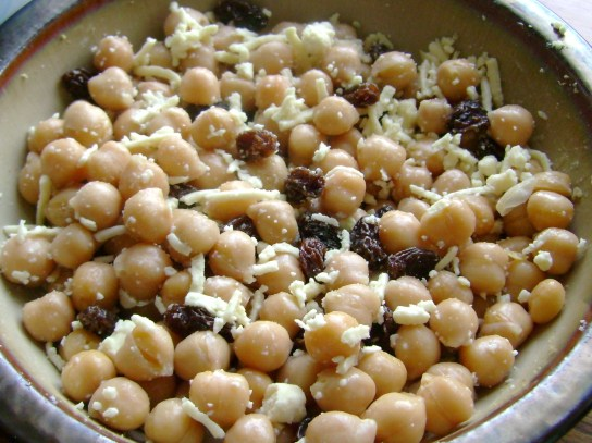 Chickpea Salad With Raisins And Daiya