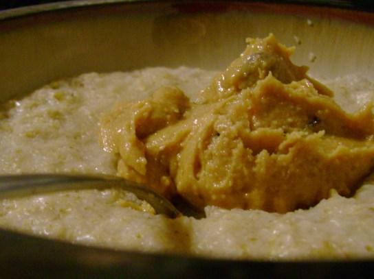 Oatmeal With Vanilla-Maple PB And Raisins