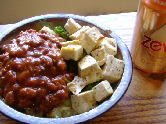 Yukon Gold Potato Covered In Vegetarian Chili, Broccoli With Seasoned Tofu